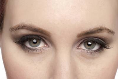 4337323-gray-eyes