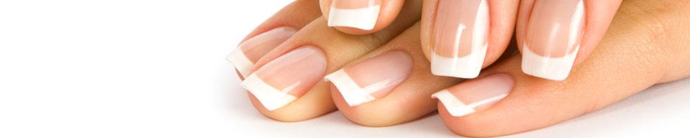 naglar med fransk manikyr